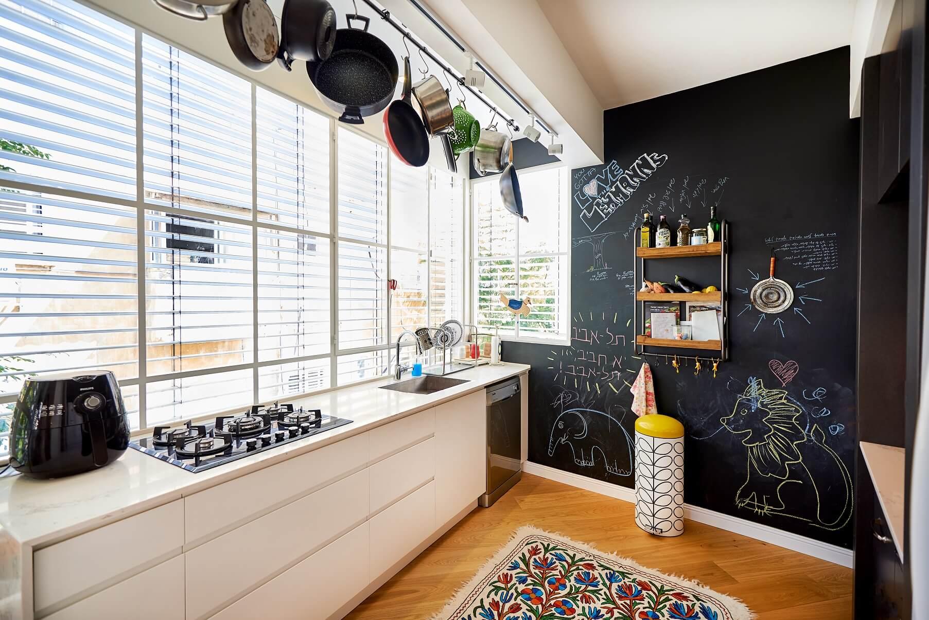 המטבח בדירה של טל מידן, דירתי-לי, צילום: סיגל סבן