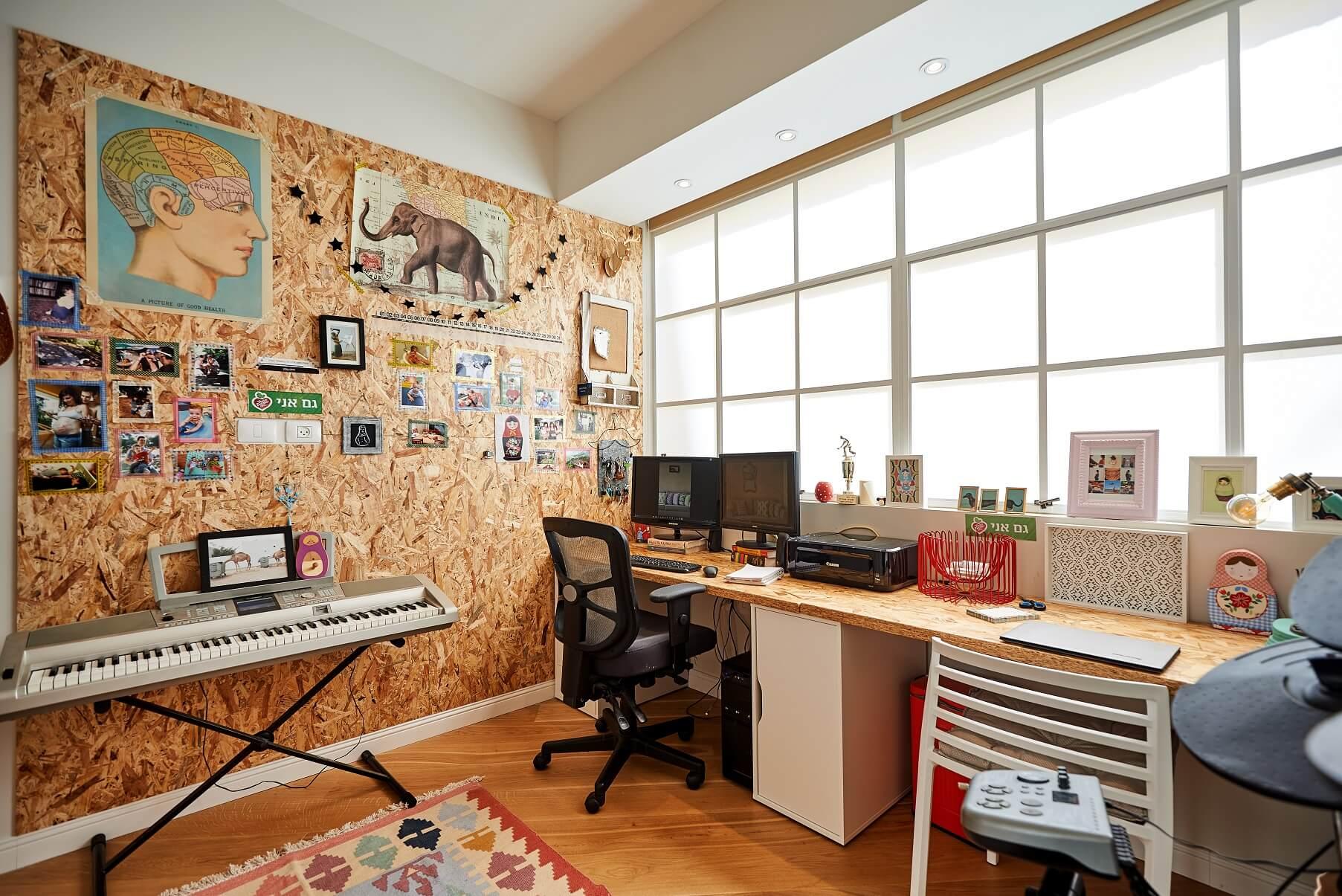 חדר העבודה והמוזיקה בדירה של טל מידן, דירתי-לי, צילום: סיגל סבן