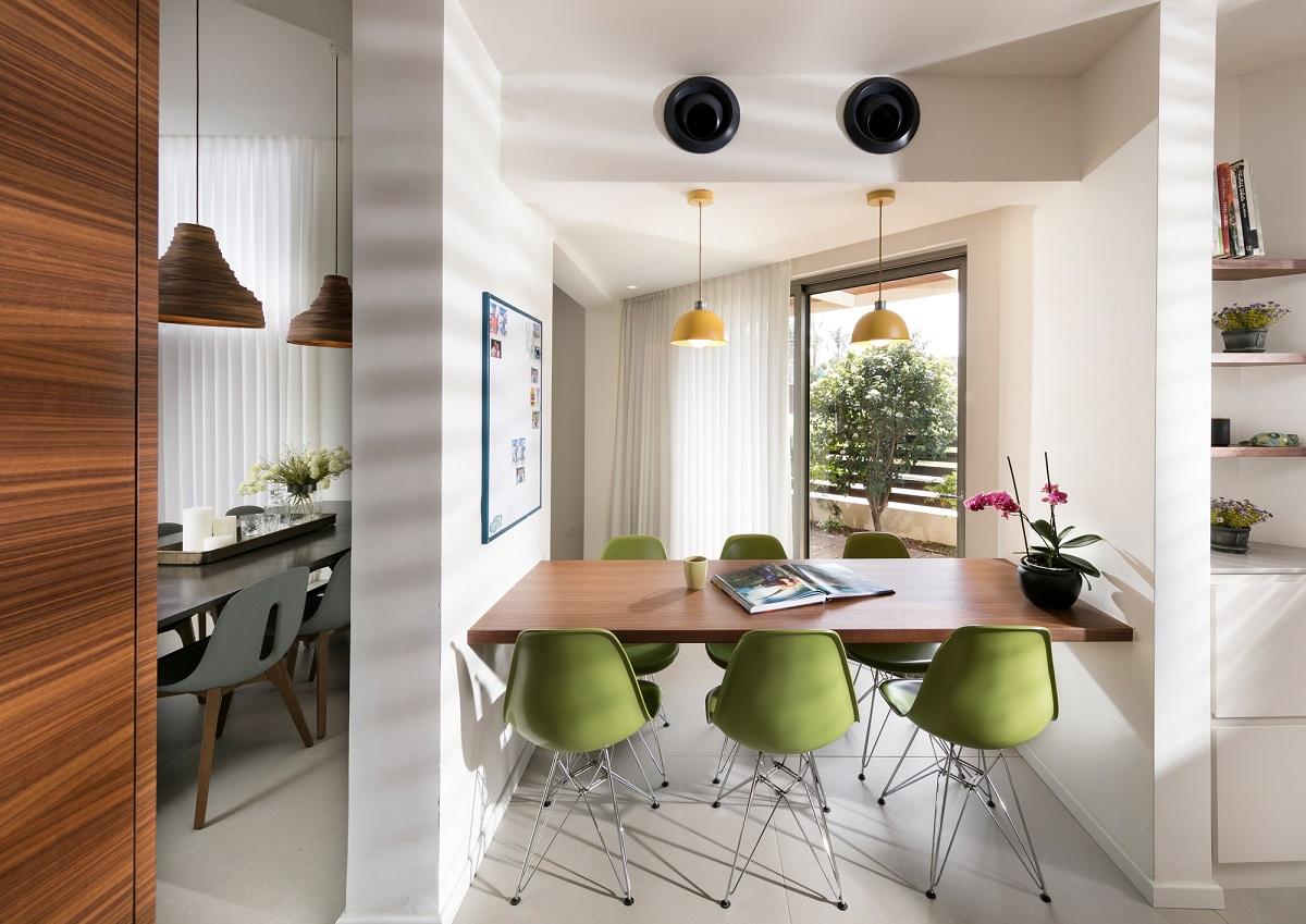 האדריכלית איריס אבנרי דביר עיצבה שתי פינות אוכל למשפחה במושב גן חיים, חובבת סגנון כפרי לייט, צלם: אלעד גונן