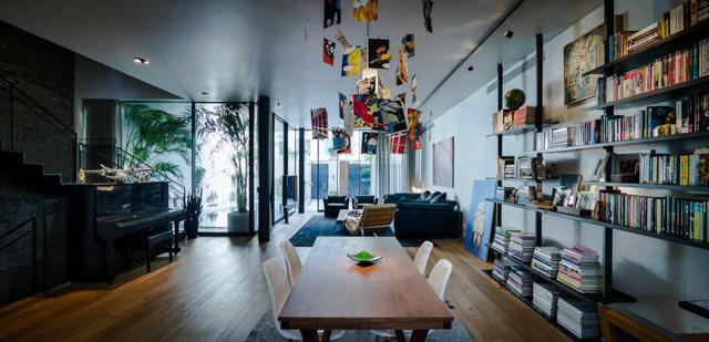 אותו אדריכל אך הפעם עיצוב למשפחה שאוהבת עיצוב אקלקטי עם נגיעות צבע וסגנון חם, עיצוב: אדריכל צבי גרש, צלם: איתי סיקולסקי