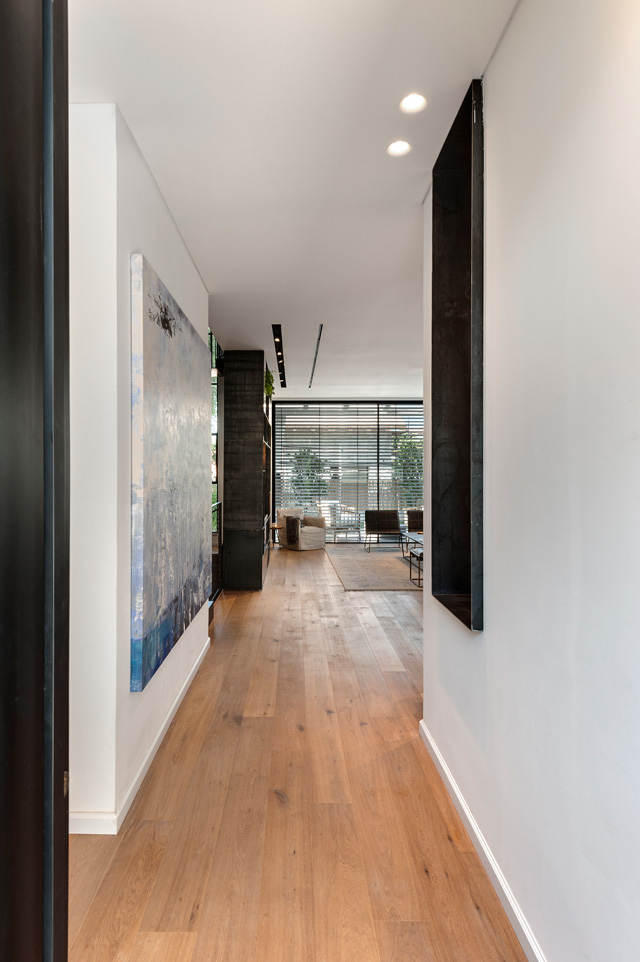בית פרטי מואר, מרווח, טבעי, עיצוב דנה קושמירסקי ואושרי אבירם, צילום: עודד סמדר