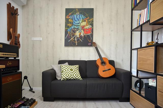 ליה ניב עיצבה חדר מוזיקה מותאם אישית לאב המשפחה, צילום: ריקי זהבי