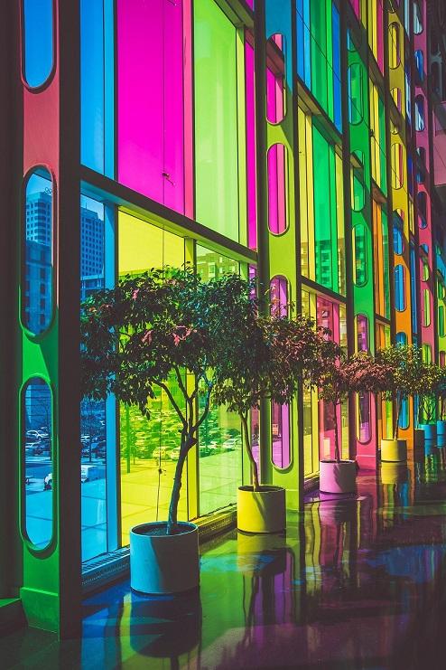 נגיעות של צבעי נאון טרנדיים, התחזית של פרקטים קיץ 2018, צילום: felix-dubois robert, unsplash