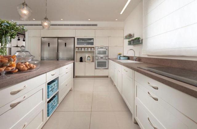 שימוש במשטחי למינם במטבח, עיצוב ליאת הראל, צלם: אלעד גונן