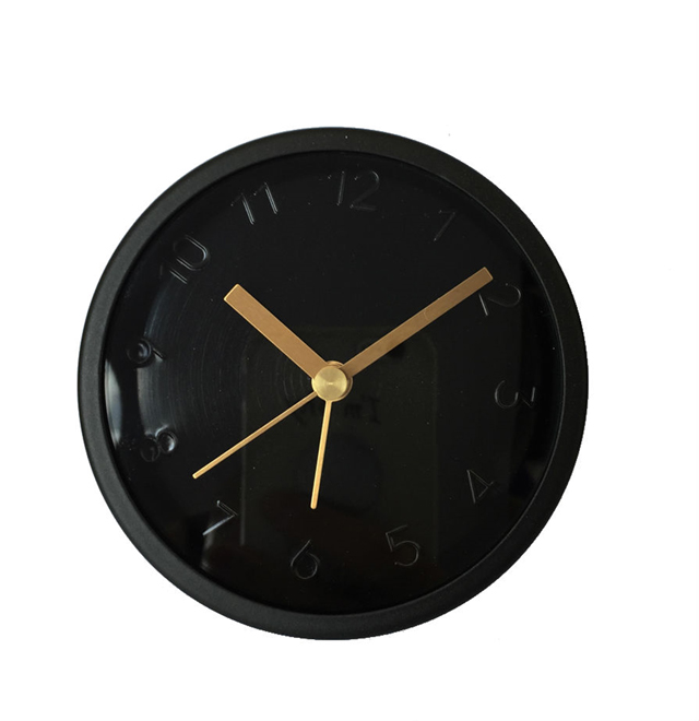 שעון קיר טרנדי של פלורליס, צילום: סטודיו פלורליס