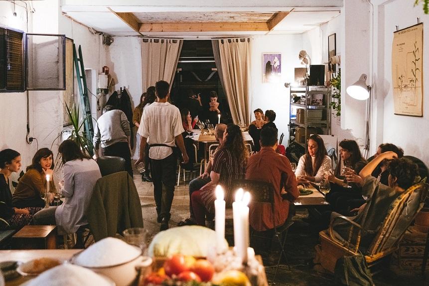 הרבה מינגלינג, מוזיקה, אלכוהול ואוכל ים תיכוני ערבי צילום נעם פריסמן
