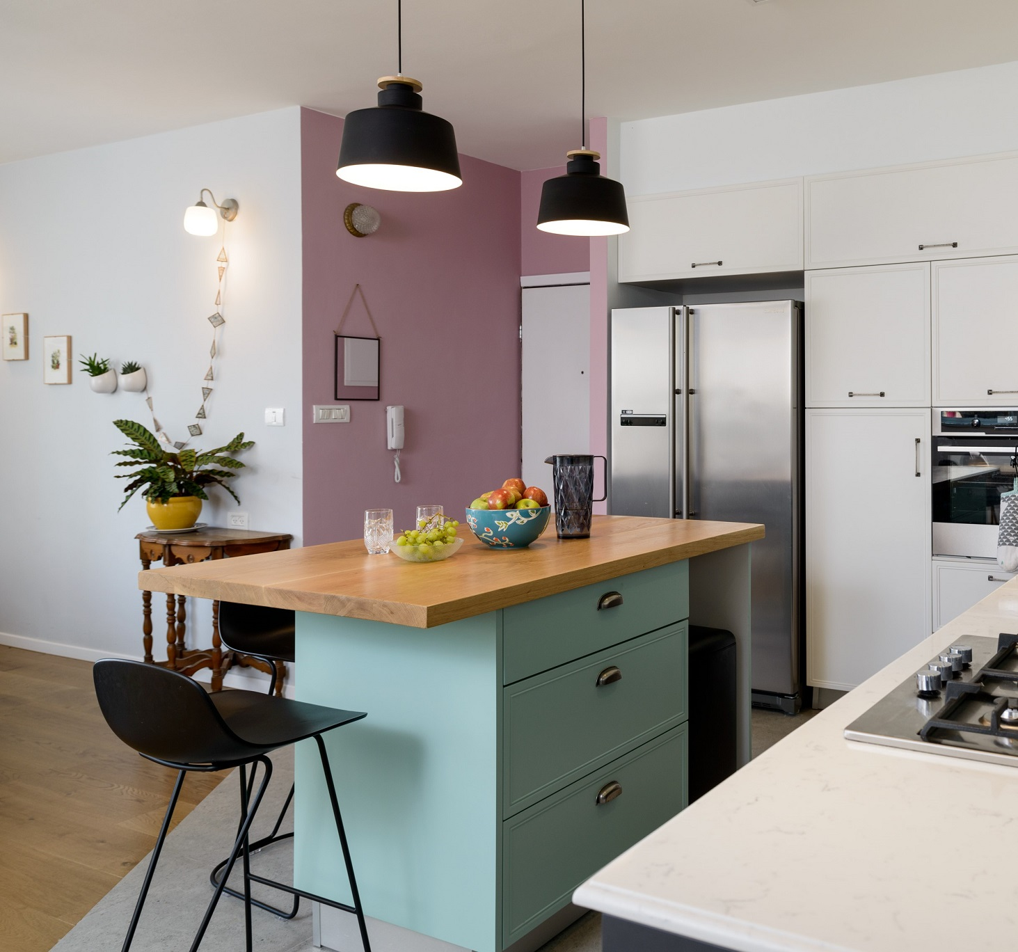 צבע במטבח, באדיבות דומיסיל- ידיות מטבח מעוצבות, עיצוב שני רינג, צילום אדריאן דודה
