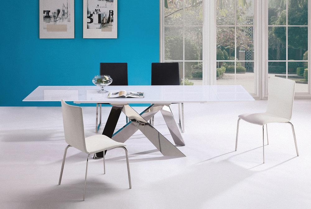 ניקולטי, רהיטים בכחול ולבן