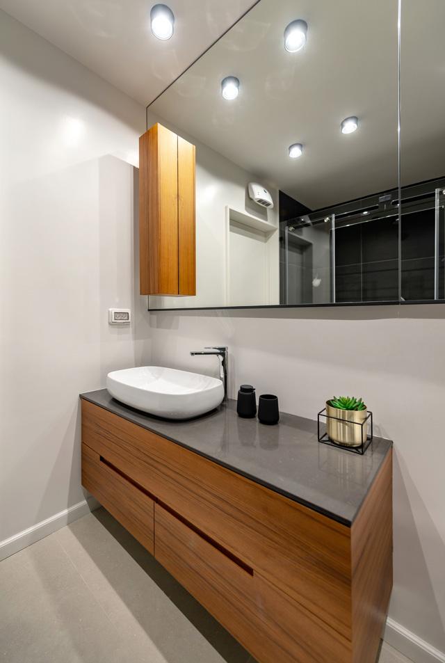 חדר הרחצה,תכנון ועיצוב רהיטים יפרח בן צבי, צילום: שי אפגין