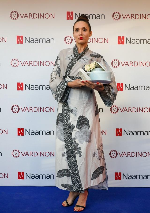 שמלה בהשראת דגם שיק, ורדינון, צילום: רונן טופלברג