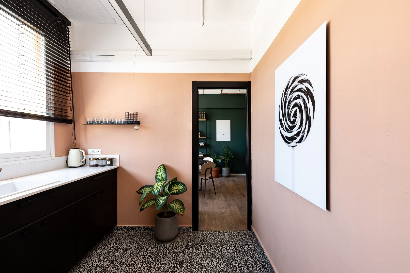 צבעוניות רכה ועדכנית, צבע של נירלט, עיצוב סטודיו סיסטרז, צילום: אורית ארנון