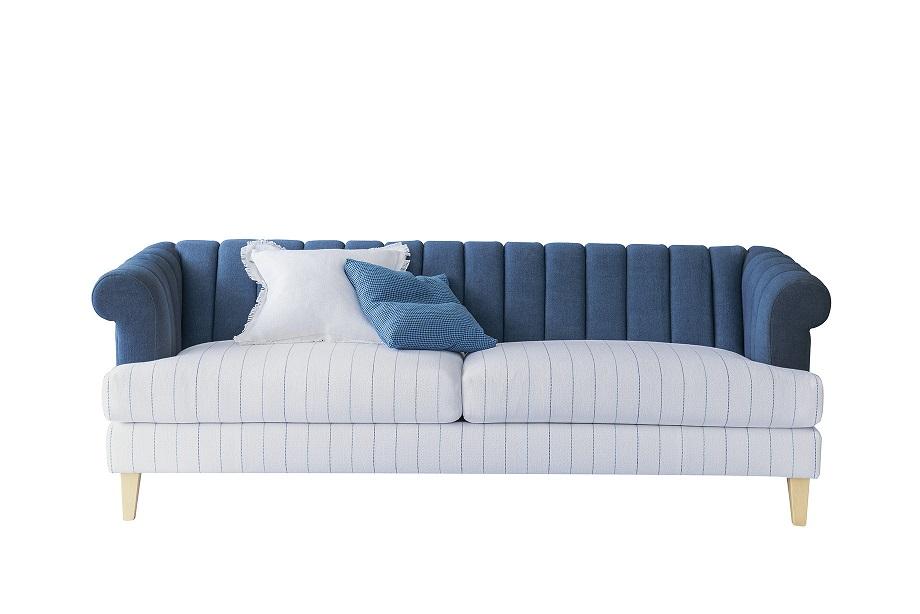 """ספה בכחול לבן בעיצוב עילית הלבשה לבית, צילום יח""""צ"""