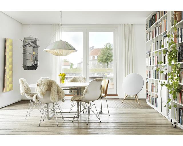 """רמקול מעוצב, ניתן להתאמה אישית, להשיג בחנות הדגל Bang-Olufsen ובאתר, צילום: יח""""צ"""