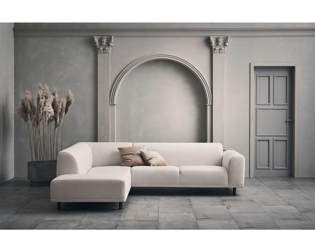 """ספה לבנה קלאסית, סטודיו Prat Living ובאתר, צילום: יח""""צ"""