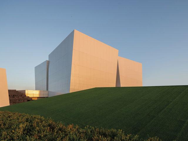 כשהבניין לתערוכות הוא האמנות