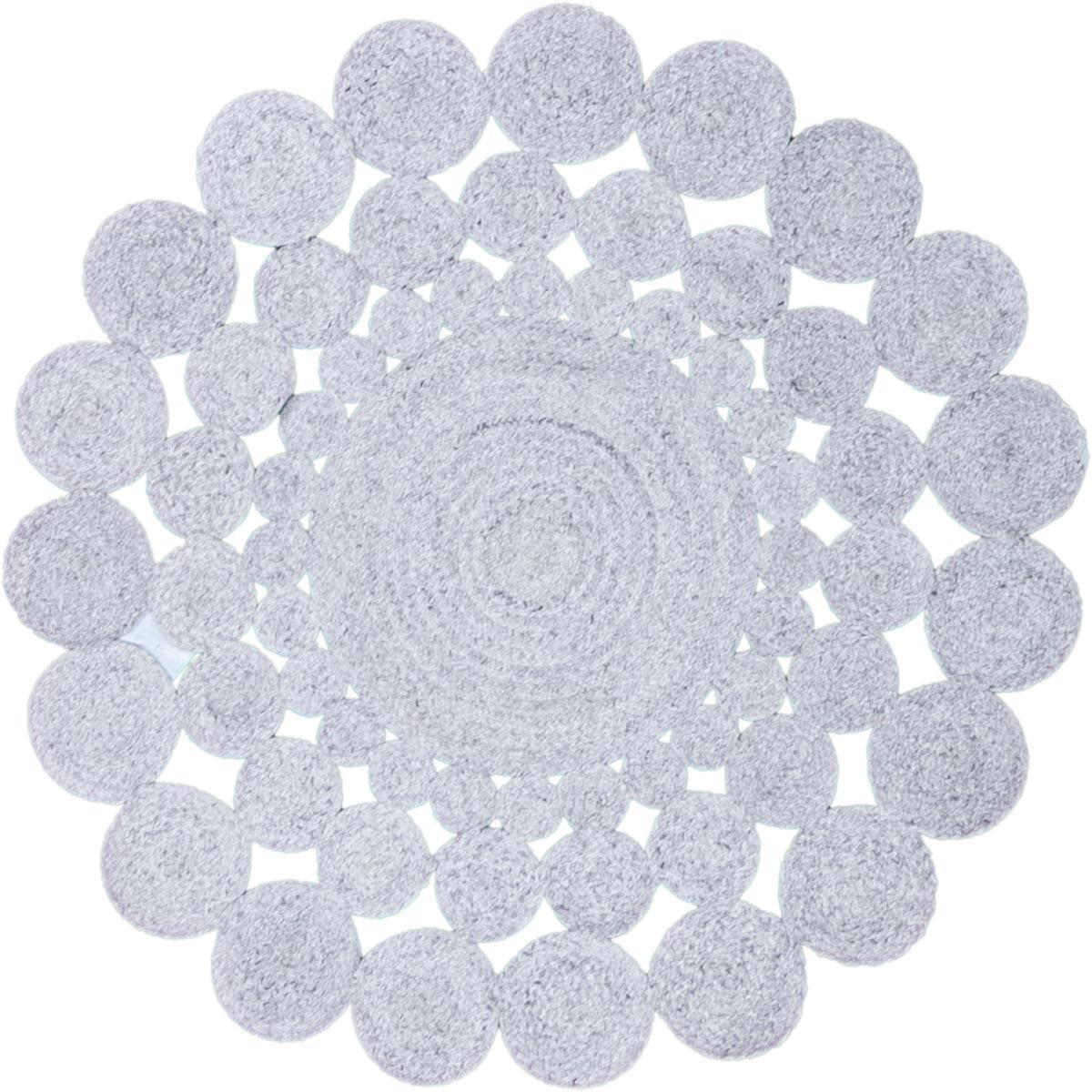 """רשת השטיח האדום, שטיחים ממוחזרים בצבע אפור בהיר, צילום יח""""צ"""