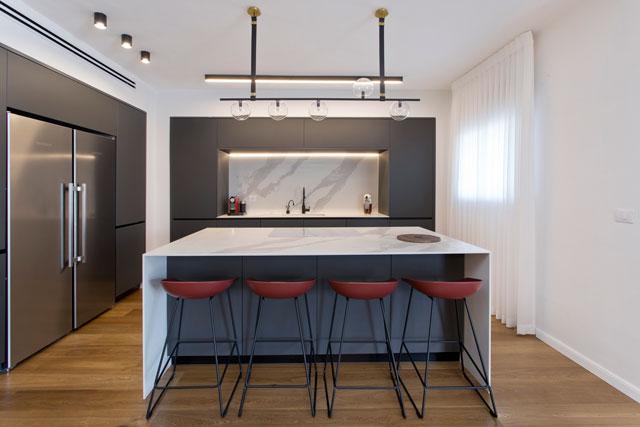 המטבח תוכנן כשנתיים וחצי לפני הביצוע, תכנון ועיצוב אורית כוכבי, משטחים מבית LAMINAM, צילום גידי בועז
