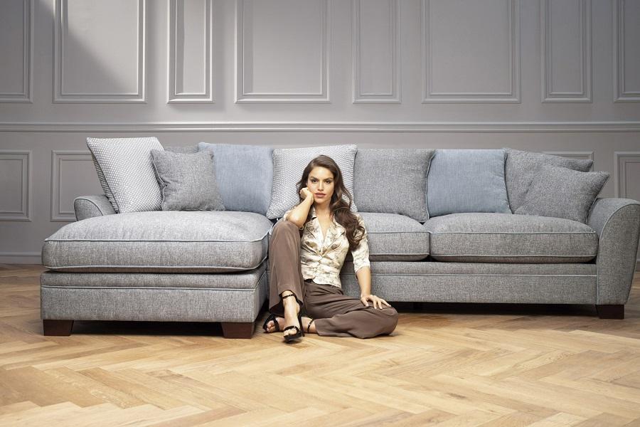 קולקציית רהיטים ביתילי AS IS - ספה פינתית בר לייזי, צילום מנחם עז