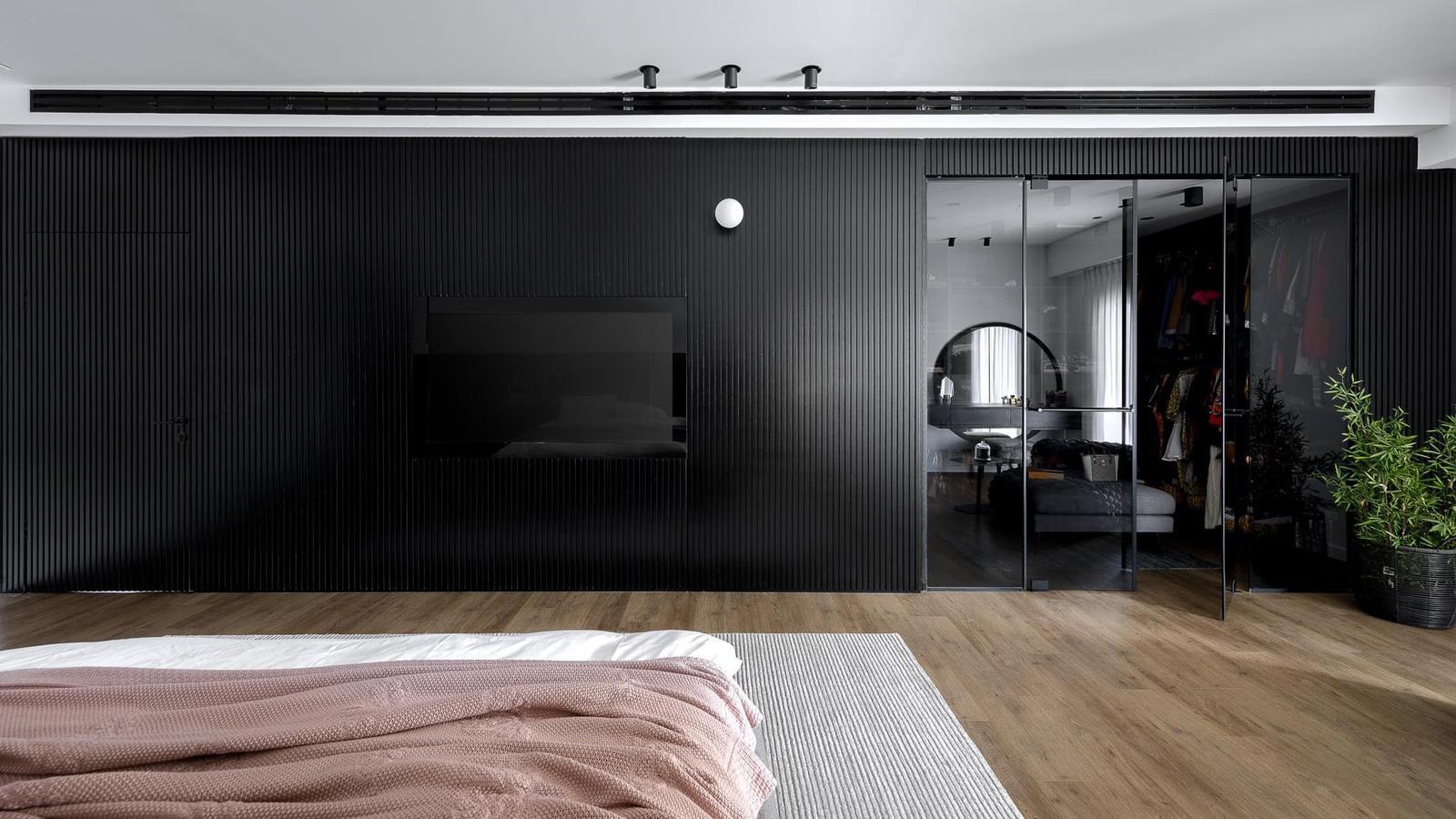 קיר כוח בחדר השינה, עיצוב יוסור עיסא, צלם אורן עמוס, באדיבות השטיח האדום