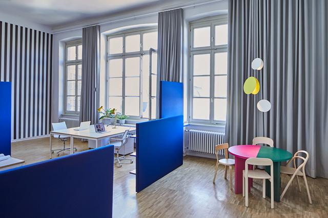 פסים וצבעים במשרד